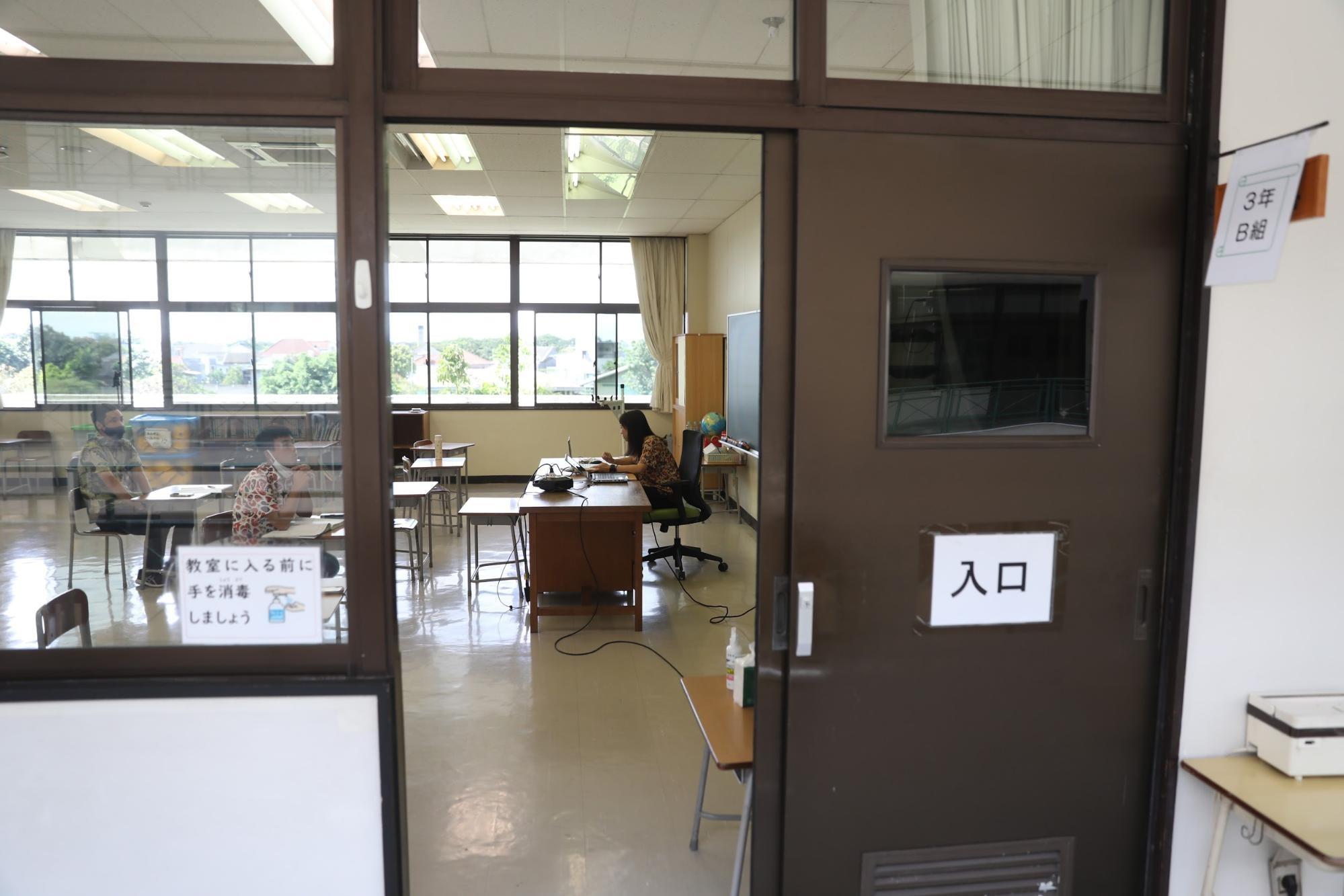 児童が登校できず、オンライン授業で年度末を迎えたジャカルタ日本人学校の教室。朝日新聞ジャカルタ支局の野上英文記者が2021年3月、南タンゲラン市で撮影。