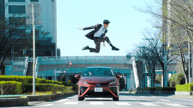 Vídeo ensina que é preciso ter habilidades ninja para atravessar as ruas no Japão