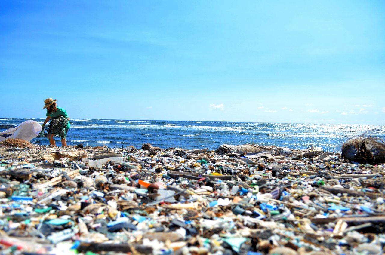 プラスチックごみがハワイの海岸を覆う いったいどこから来たのか 朝日新聞globe