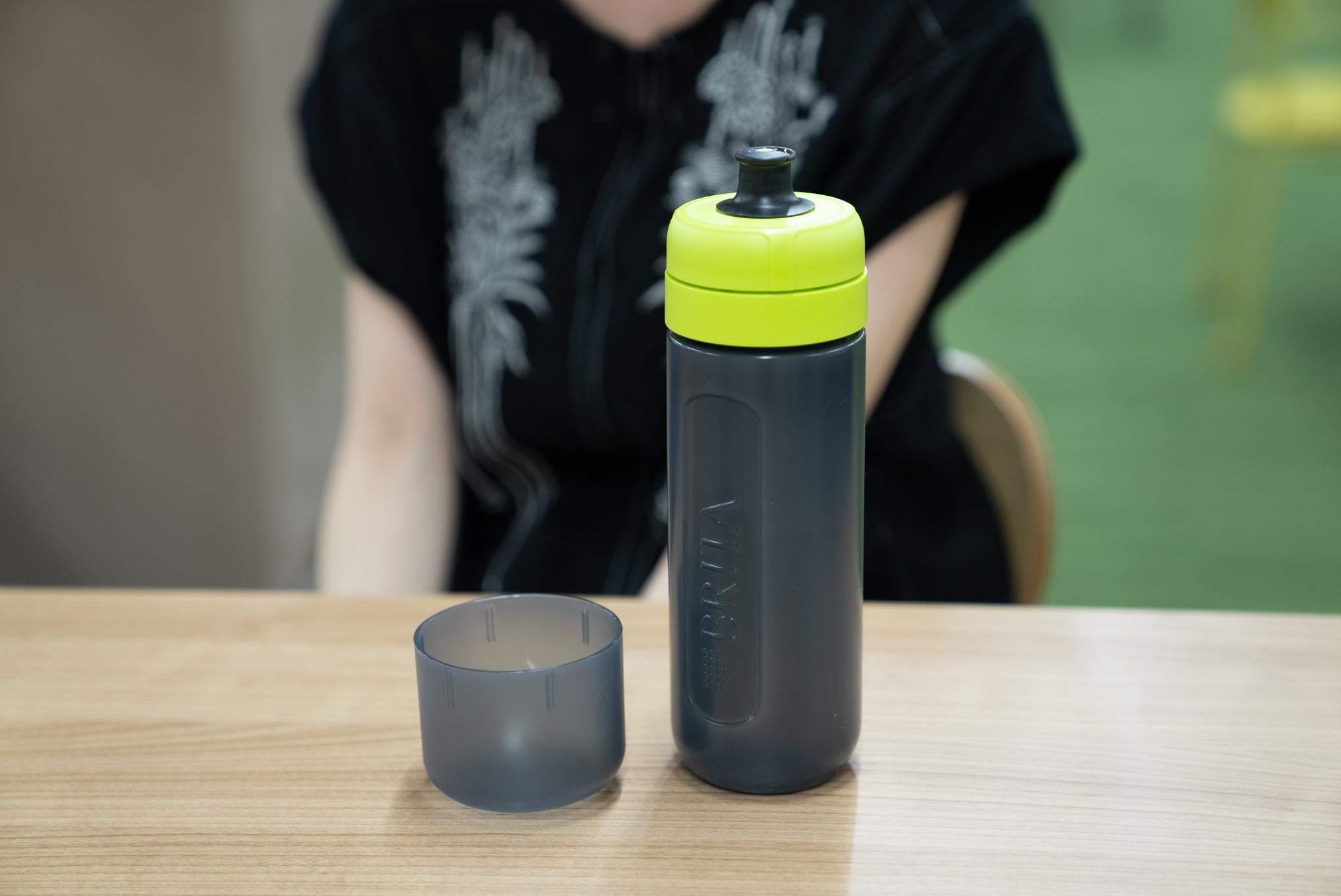 塩谷さんは最近、ペットボトルの代わりに水筒を持ち歩くようにしているという
