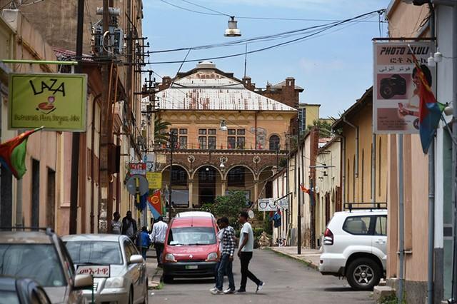 なぜエリトリアはイタリア建築満載なのか? 世界遺産の町を歩い