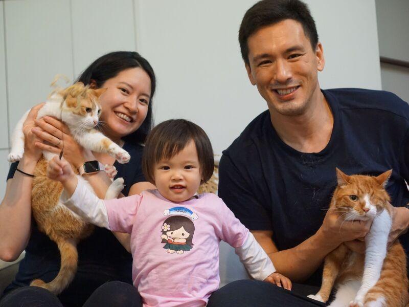 家族と2匹の猫