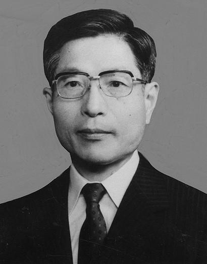 憲法学者・芦部信喜、没後20年の夏に 弁護士・遠藤比呂通さん寄稿 |好 ...