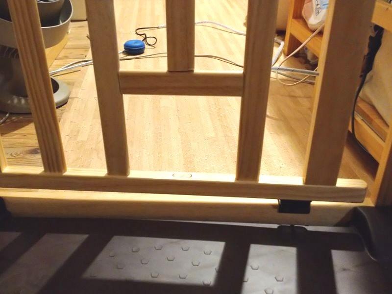 こんな風に、真ん中の柵の下の部分を切り、切った部分を補強に利用