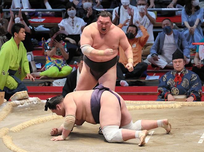 SUMO/ Hakuho clinches record 45th win, defeating tied Terunofuji | The  Asahi Shimbun: Breaking News, Japan News and Analysis