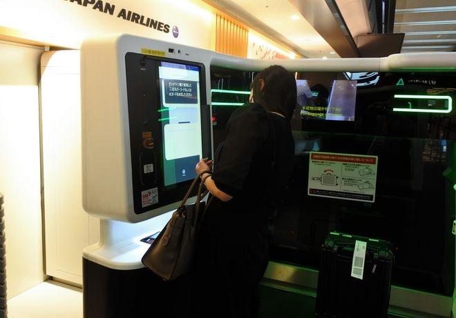 """Aeroporto de Haneda inova introduzindo procedimentos """"zero contato"""" como medida de prevenção ao COVID-19"""